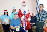 Поздравили с Новым годом и подарили подарки одиноким людям из отделения милосердия