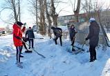 Не забыт и П.Е. Гуляев: волонтеры очистили памятник от снега