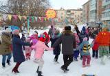 Весело и с угощениями отпраздновали Масленицу в ТОСе «Наш двор»