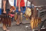 Била руками и ногами: молодая торговка копченой рыбой избила полицейского в Барабинске